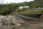 Muro de gaviones en la margen del río Valladolid