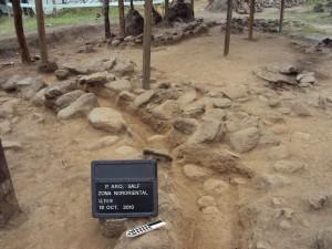 Vista del sector noreste del área de estudio antes y después de la excavación